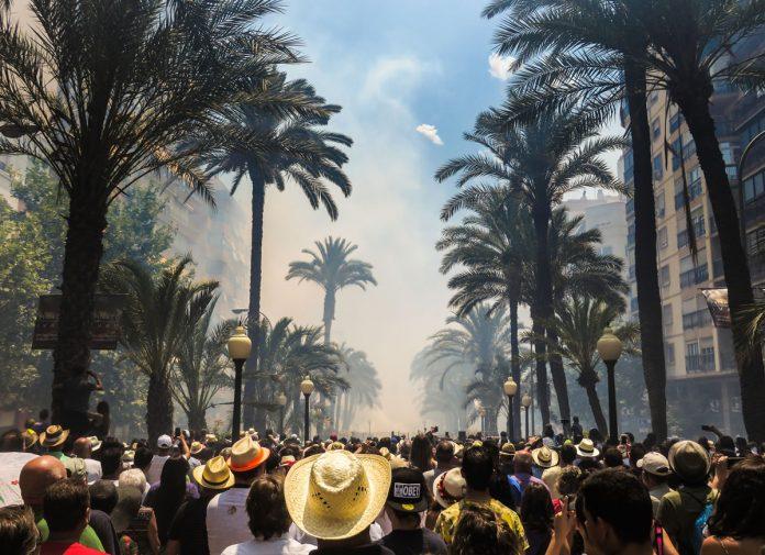 Alicante suspende las hogueras 2020